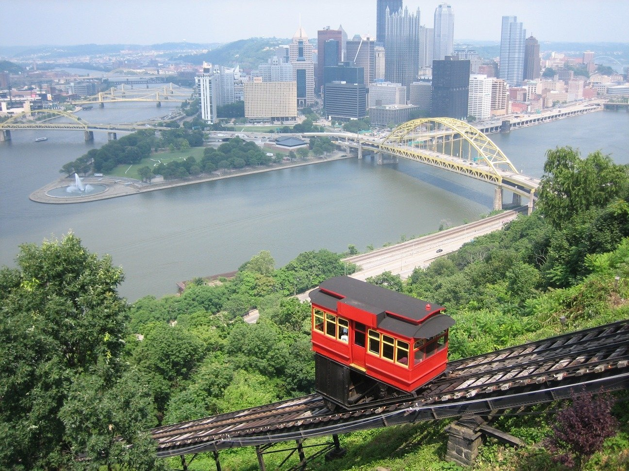 The Duquesne Incline in Pittsburgh, Pennsylvania (US) connects parking on either end of the line and reduces traffic on Mt. Washington. Photo courtesy of By Plastikspork (Own work) [CC BY-SA 3.0 (https://creativecommons.org/licenses/by-sa/3.0) or GFDL (https://www.gnu.org/copyleft/fdl.html)], via Wikimedia Commons.)